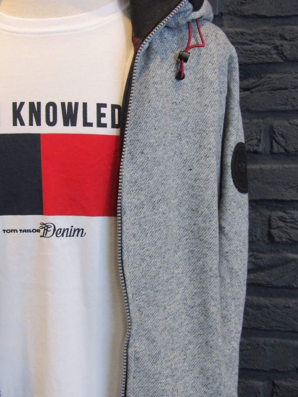 vest € 69,99 - t-shirt € 15,99