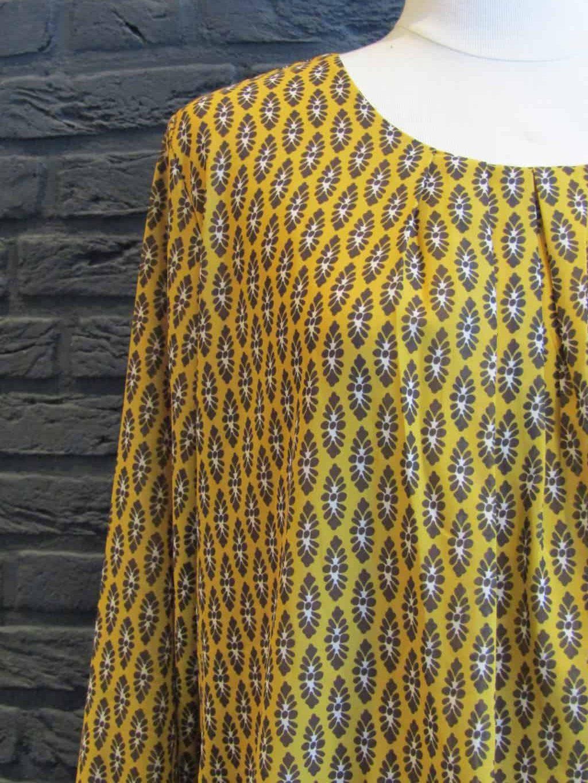 blouse € 39,95